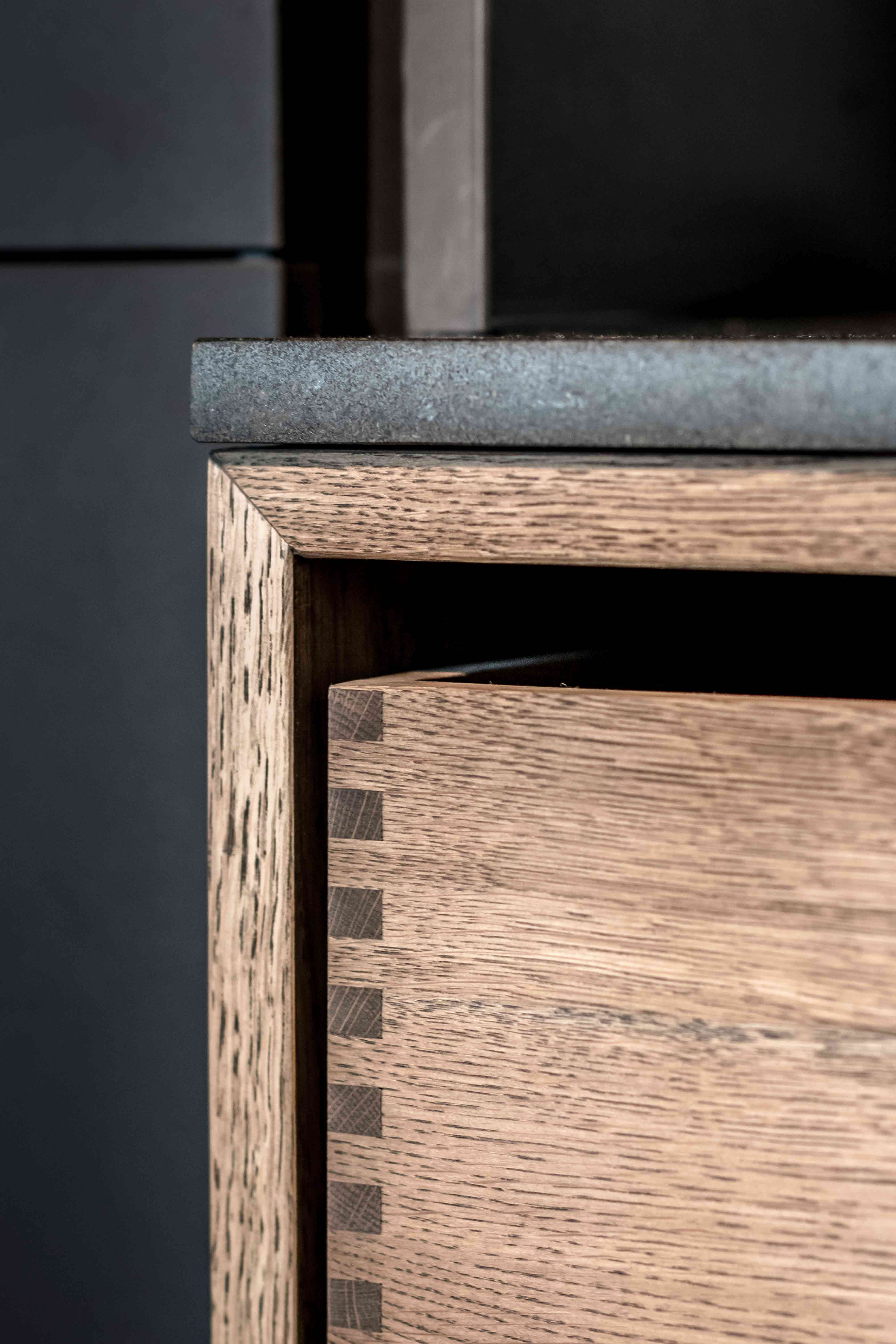 Bordplade og skuffe i unikt og stilfuldt design