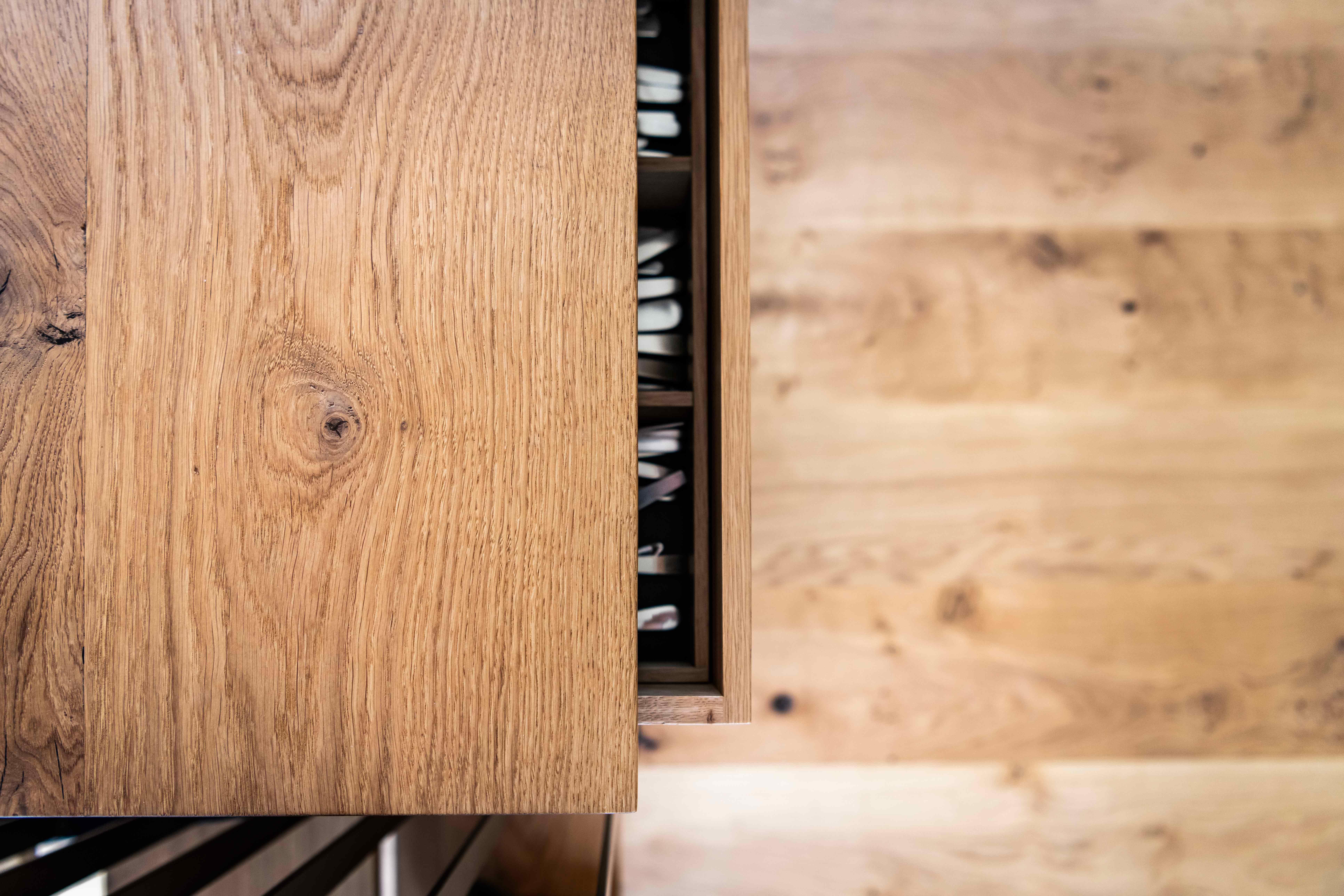 snedkerkøkken i egetræ i typehus