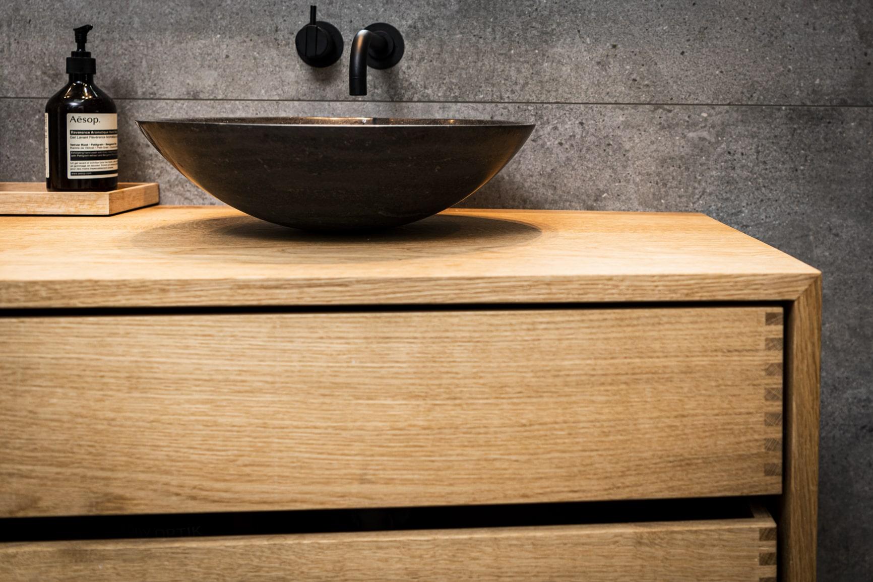 badmøbel egetræ snedker