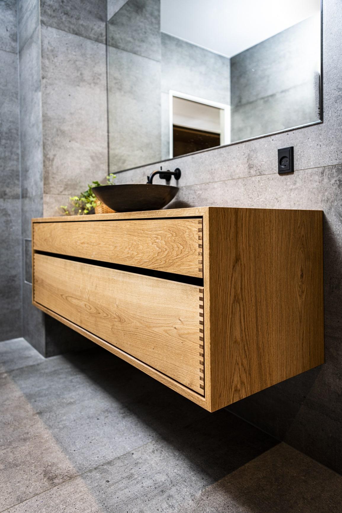 badeværelsesmøbel badeværelsesskab egetræ