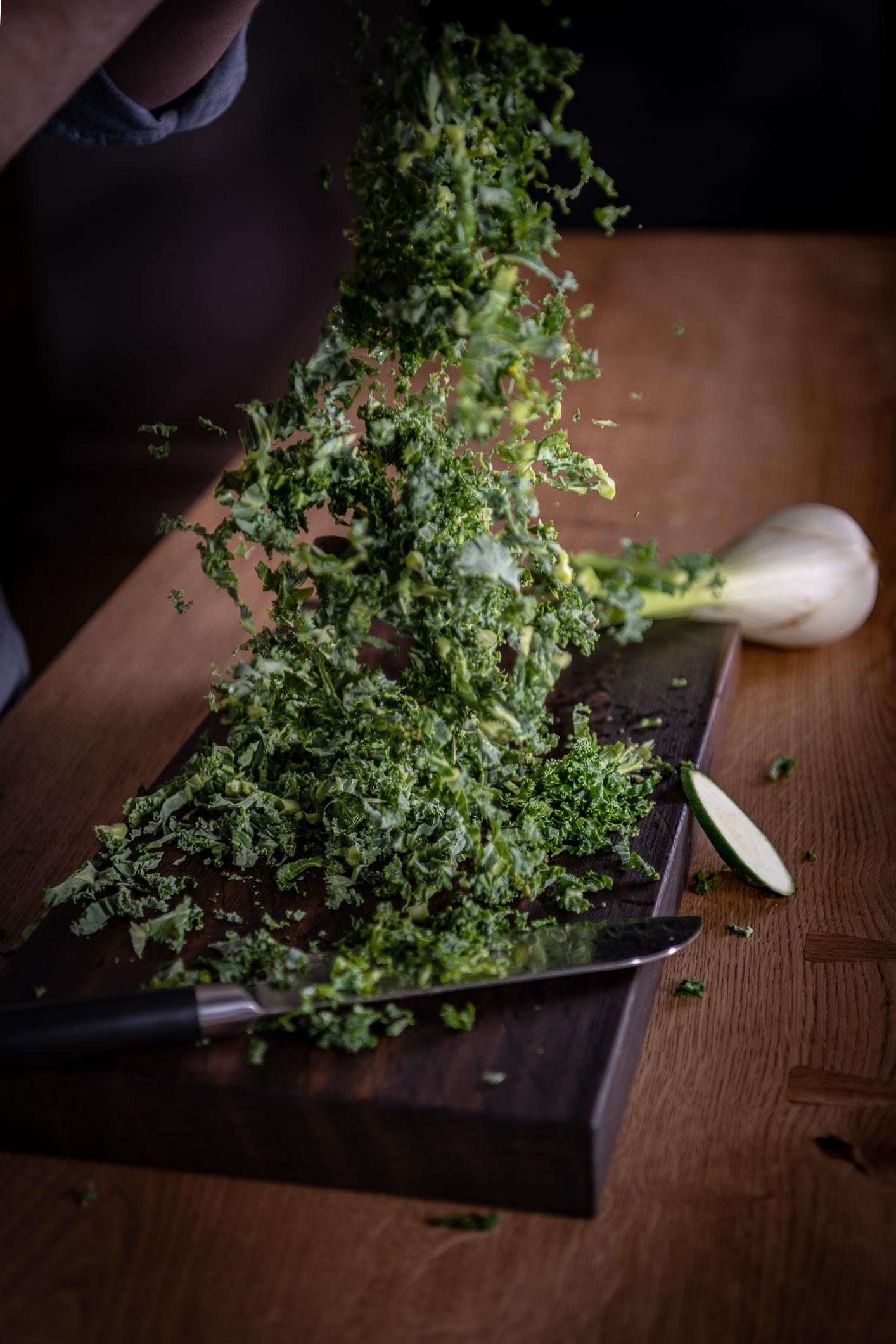 Grønkål madlavning snedkerkøkken